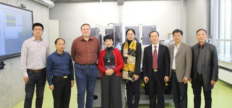 Chinesische Schulleiterinnen und Schulleiter besuchen die HHS