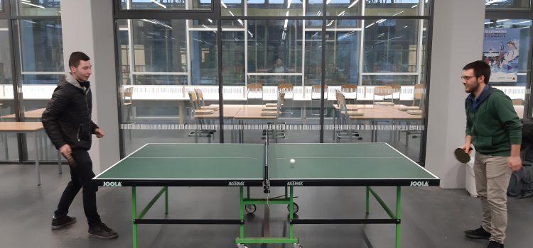 Tischtennis in der Pause